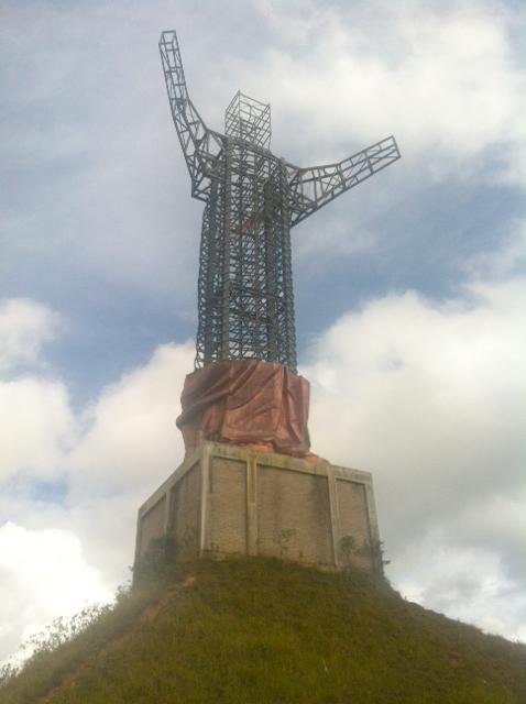 Pembangunan Patung Yesus terbengkalai.
